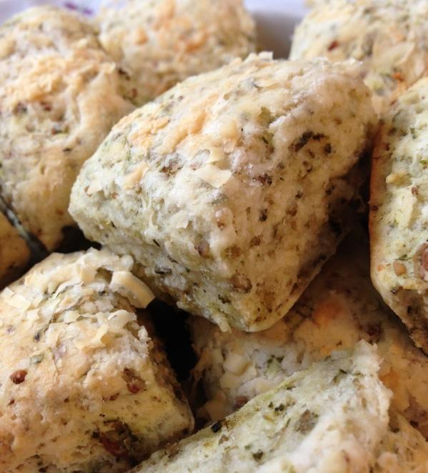 Pesto Parmesan Biscuit